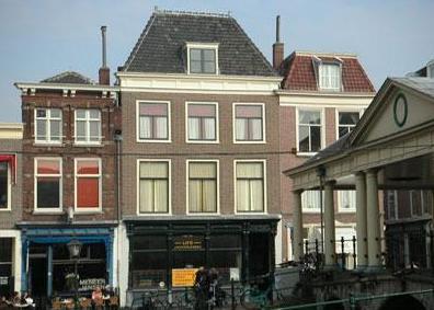 Nieuwe Rijn 22-22a, Leiden